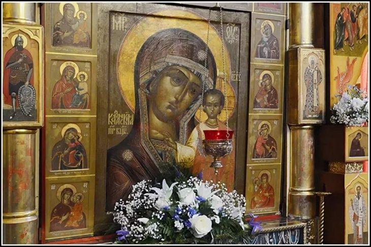 Казанская икона Божией матери в Казанском соборе на Красной площади в Москве