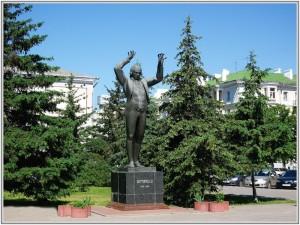 Памятник. Дегтярев С. - автор оратории Минин и Пожарский.